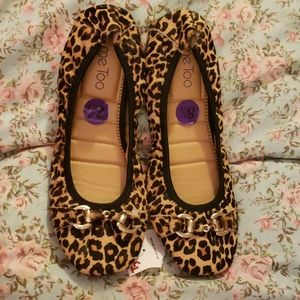 ME TOO leopard flats 8.5